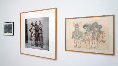 vue de l'exposition *sur le fil*, par jean-hubert martin, christian berst art brut & galerie jean brolly, paris, 2016 - © © galerie jean brolly, christian berst — art brut