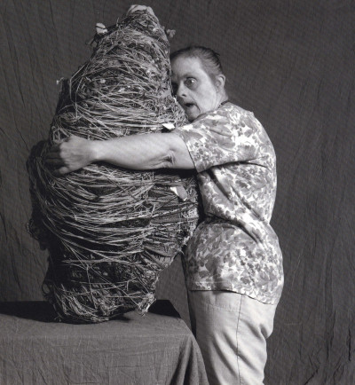 judith scott huging her artwork. - © christian berst — art brut