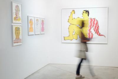 Vue de l'exposition *Fuerza Cubana 2: Misleidys & Rigo*, christian berst art brut, Paris, 2018 - © photo: Anaïs Docteur, christian berst — art brut