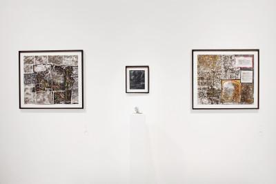 Vue de l'exposition *Peter Kapeller : l'œuvre au noir*, christian berst art brut, Paris, 2015. - © christian berst art brut, christian berst — art brut