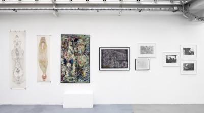Vue de l'exposition *Sur le fil, par Jean-Hubert Martin*, christian berst art brut et galerie Jean Brolly, Paris, 2016. - © galerie Jean Brolly, christian berst — art brut