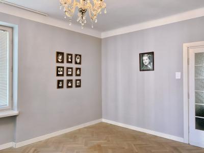 vue de l'exposition *tomasz machciński & type 42 (anonymous). with love to tommy*, fondation tomasz machciński, Varsovie, Pologne, 2019 - © christian berst — art brut