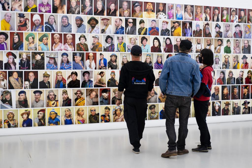 Vue de l'exposition *des milliers de visages, de centaines de mirages*, commissaire: Katarzyna Karwańska, Manggha, Cracovie, Pologne, 2021 - © © Manggha, Gabriela Czerwinska, christian berst — art brut