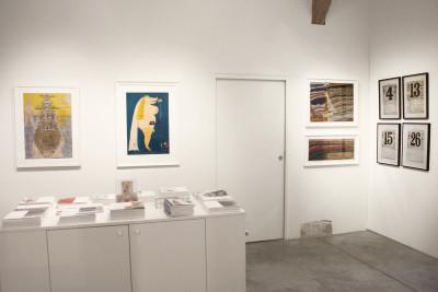 Vue de l'exposition *art brut : masterpieces et découvertes*, carte blanche à Bruno Decharme, christian berst art brut, Paris, 2014 - © ©christian berst art brut, christian berst — art brut