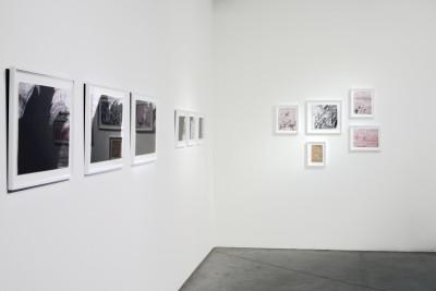 Vue de l'exposition *Beverly Baker : Palimseste*, christian berst art brut, Paris, 2015 - © ©christian berst art brut, christian berst — art brut