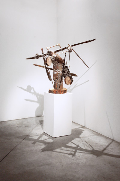 Vue de l'exposition *Art vs Wild*, christian berst art brut, Paris, 2016. - © christian berst art brut, christian berst — art brut
