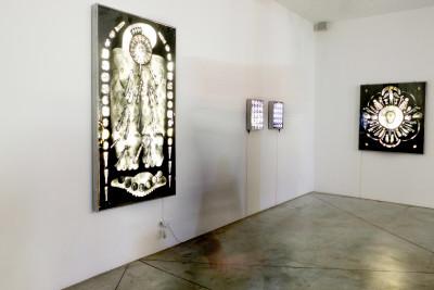 vue de l'exposition *éric benetto : in excelsis*, christian berst art brut, paris, 2019. - © christian berst art brut, photo: anais docteur, christian berst — art brut